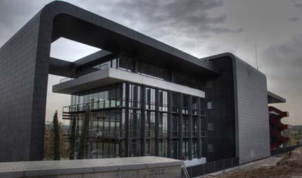 Kerabens facadesystem - uglaserede fliser